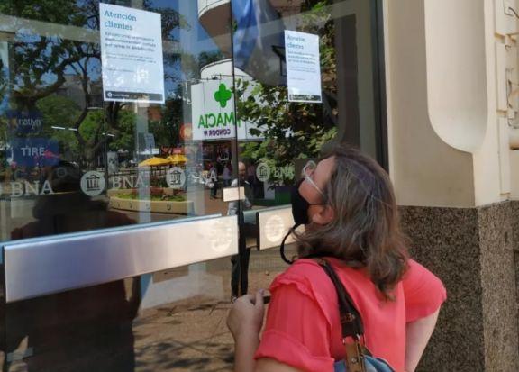 Posadas: ante caso positivo de Covid cierran sucursal del Banco Nación