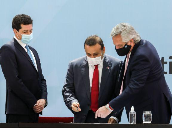 Con el acompañamiento de Herrera Ahuad, el presidente encabezó la firma del Consenso Fiscal 2020