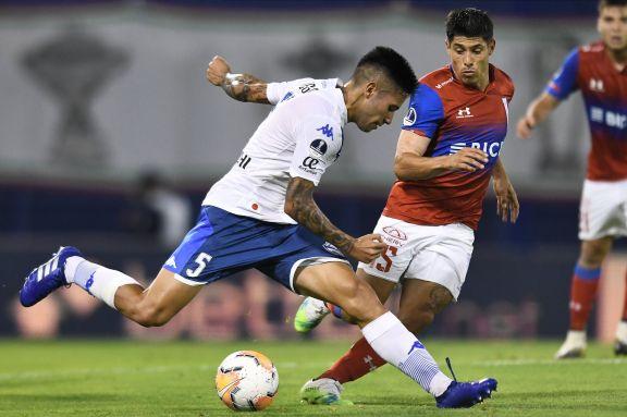 Vélez cayó de local con Universidad Católica de Chile y complicó su continuidad en la Sudamericana