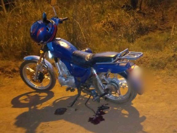 Niño con la pierna fracturada al quedar atrapada en la rueda de una moto