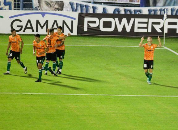 Banfield justificó la diferencia en el primer tiempo y dejó sin invicto a Atlético Tucumán