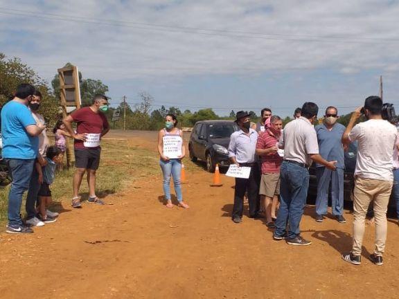 Vecinos de Santo Tomé se movilizaron para pedir la apertura del acceso principal