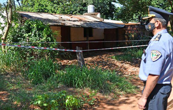 Ayer hubo un allanamiento en la antigua casa de Sanabria en busca de restos óseos. Sin resultados. Fotos: Sixto Fariña