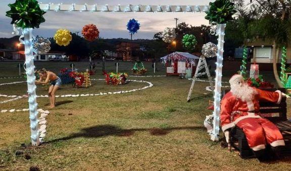 Vecinos de El Soberbio se unieron para decorar la ciudad