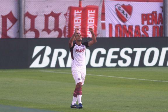 Lanús pasó a semifinales de la Sudamericana aplastando a Independiente en Avellaneda