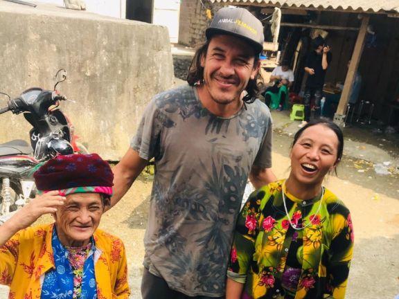 Aníbal en su visita por Vietnam