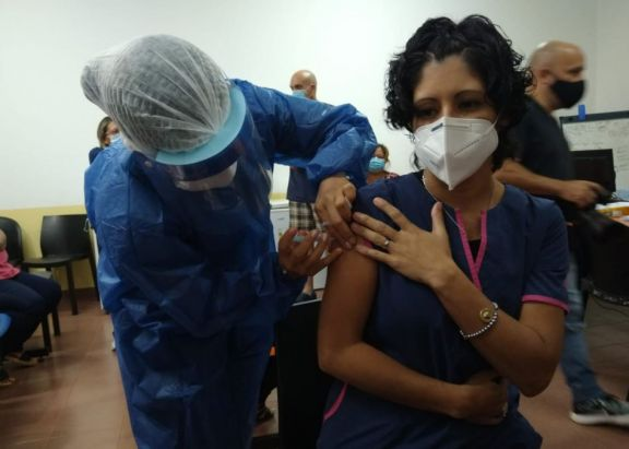 """Vacunación en Iguazú: """"La verdad fue muy emocionante ya que la esperamos todo el año"""""""