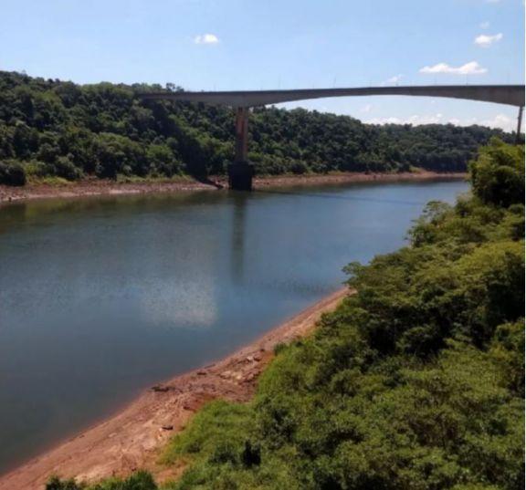 Bajante del rio Iguazú complica el abastecimiento de agua potable