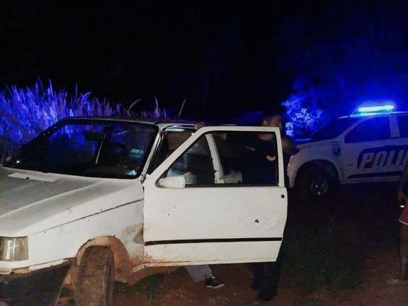 Robaron un auto, un vecino los vio y 500 metros más adelante fueron detenidos