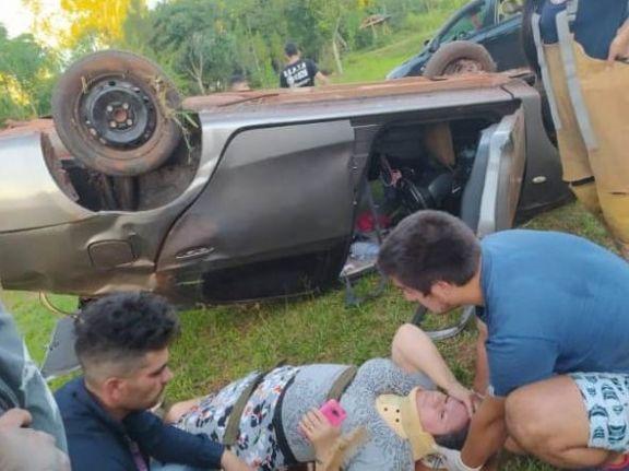 Despiste y vuelco con lesiones leves en cercanías del cementerio de Wanda