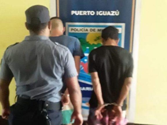 Acusan a dos hermanos de cometer delitos y a pedradas buscan expulsarlos del barrio