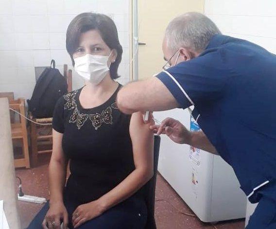 Personal de salud de Irigoyen y San Antonio se inmunizaron contra el Covid-19