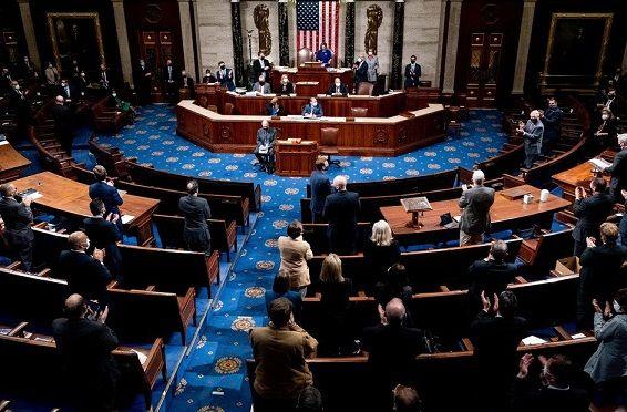 Tras el caos en el Capitolio, el Congreso de EEUU convalidó el triunfo de Biden