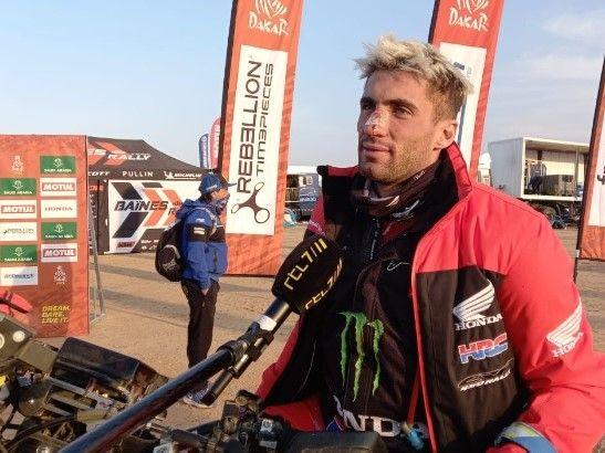 El argentino Benavides ganó la quinta etapa y es líder de la división Motos del Dakar