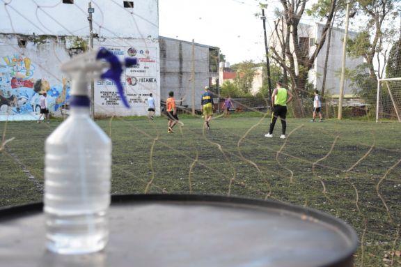 Canchas de fútbol 5 registran una baja en reservas debido al aumento de casos de Covid-19
