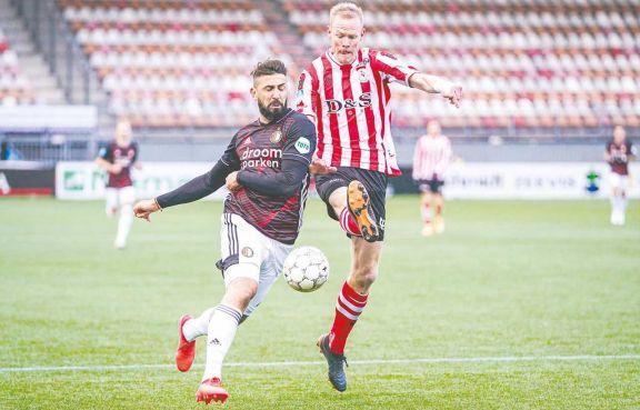 El Oso Pratto debutó con un triunfo en el fútbol holandés