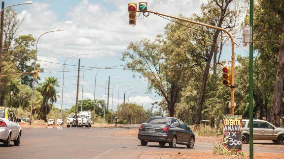 Pese a la habilitación de giro a la derecha, labran multas por cruzar en rojo