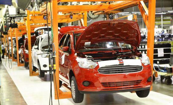 Escándalo  por cierres masivos de plantas de Ford