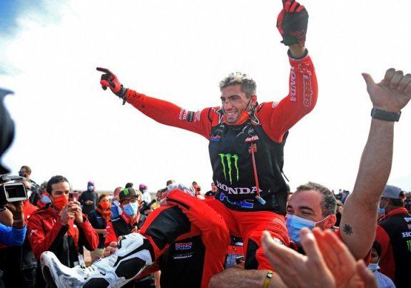 Histórico: el argentino Kevin Benavides ganó el Dakar 2021 en motos