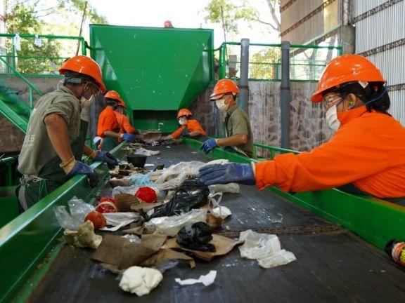 Después de años inactiva, esta mañana volvió a funcionar la planta de reciclaje de Apóstoles