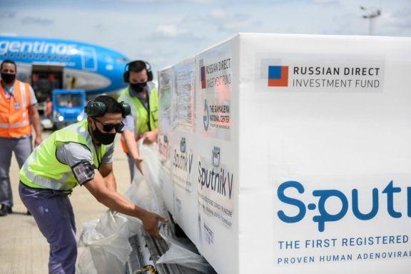 Despegará esta noche hacia Moscú el tercer vuelo que traerá vacunas Sputnik V
