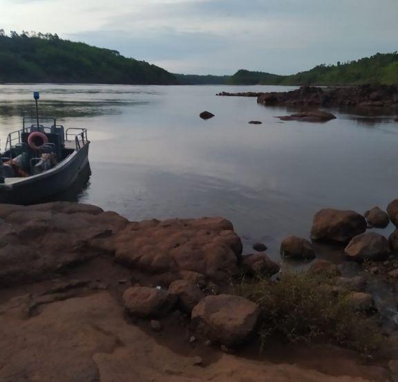 Con buzos tácticos sigue la búsqueda de los tres hermanos en el río Paraná