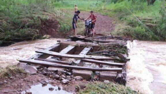 San Pedro: familias aisladas por rotura de puentes