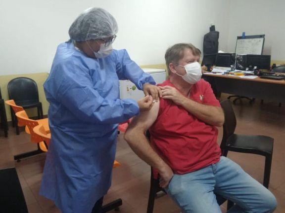 Trabajadores de la Salud en Iguazú reciben la segunda dosis de la inmunización