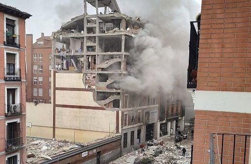 Una fuerte explosión destruyó un edificio en el centro de Madrid