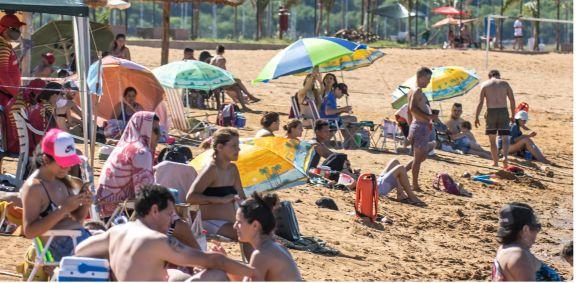 Siguen mordiendo las palometas en el balneario de Miguel Lanús