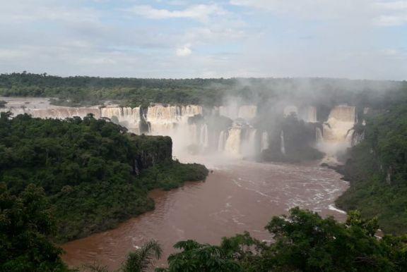 Cataratas sorprende a los visitantes con un importante aumento en el caudal de agua