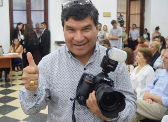 Fotógrafo continúa con tratativas para que le devuelvan su herramienta de trabajo