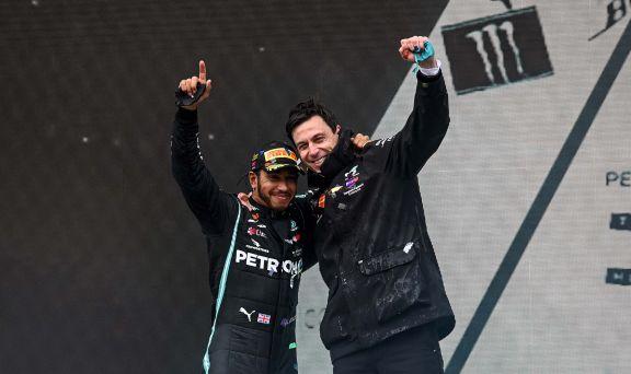 """El jefe de Mercedes, sobre el contrato de Hamilton: """"En algún momento lo ultimaremos"""""""