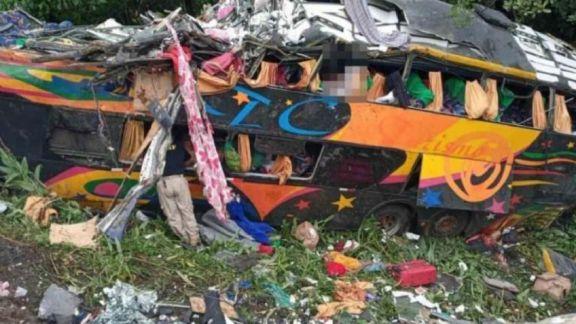 Al menos 19 personas murieron y 33 resultaron heridas tras el vuelco de un colectivo en Brasil