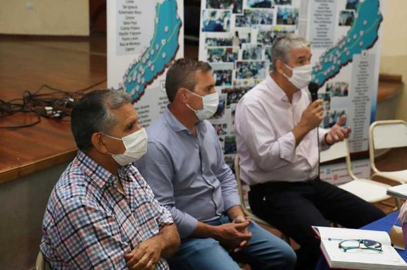 Educación acuerda con comunas para brindar apoyo a alumnos