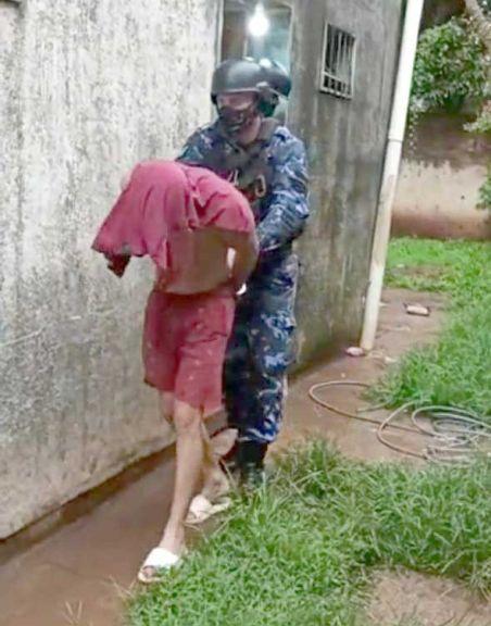Cayo ladrón que se disfrazó de policía