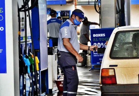 Cayó el consumo de naftas en enero, sobre todo en el interior