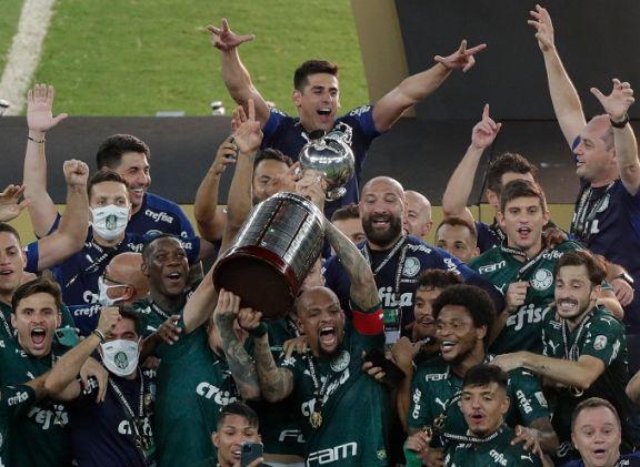 Palmeiras derrotó a Santos sobre la hora y se consagró campeón de la Libertadores