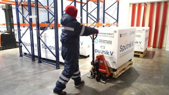 18.000 dosis del componente 1 de la vacuna Sputnik V llegaron este mediodía a la provincia