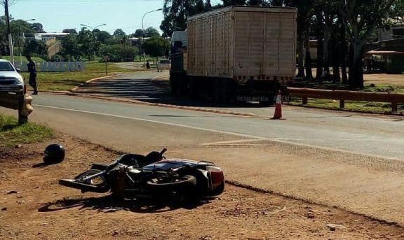 San Vicente: motociclista chocó con un camión y murió