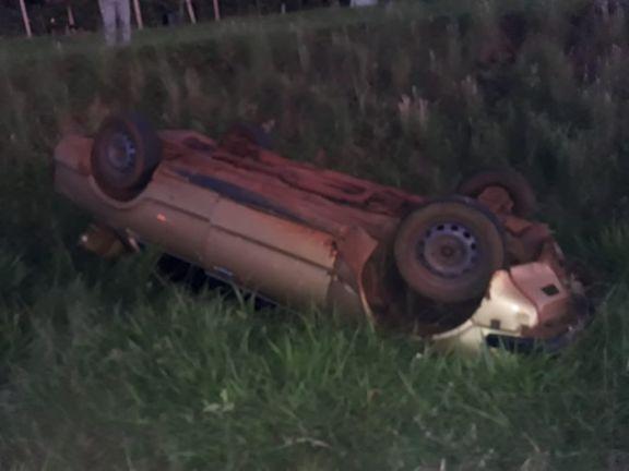 Conductor murió al volcar con su auto