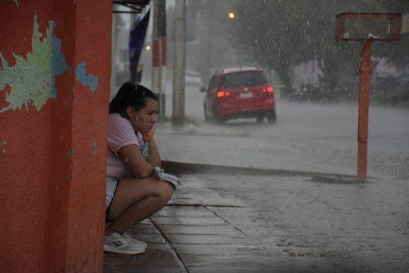 Rige advertencia Amarilla hasta el viernes por probabilidad de chaparrones y tormentas