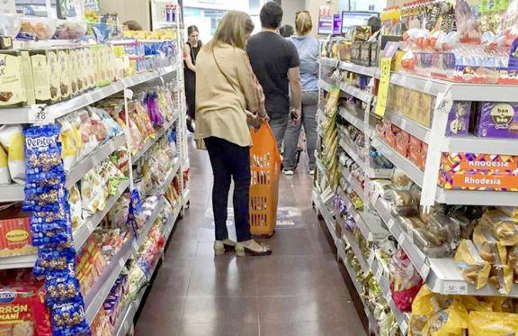 En los barrios se acentúan las subas en alimentos