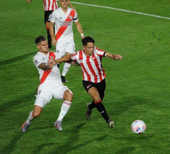 River perdió sobre el final en La Plata ante un Estudiantes que reaccionó con diez