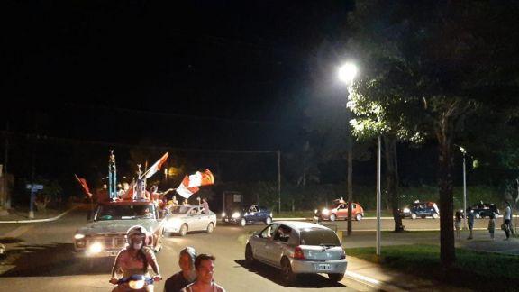 La Comparsa Maravilla celebró el carnaval con una caravana por las calles de San Ignacio