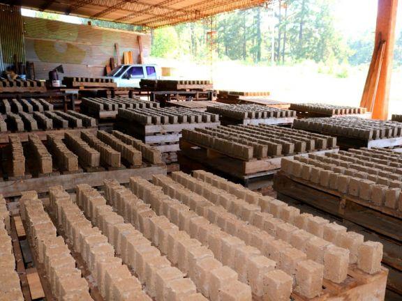 """Eldorado: Elabora briquetas """"para generar calor y energía limpia"""""""