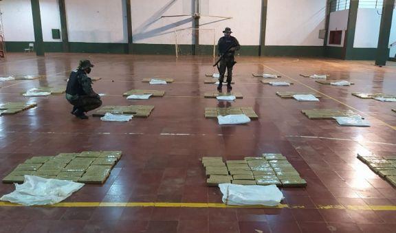 Corpus: Prefectura halló cerca de 800 kilos de marihuana a la vera del río Paraná