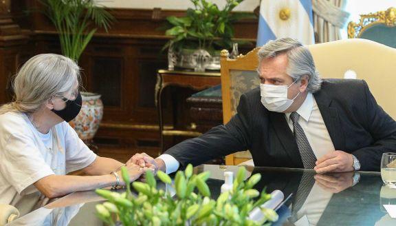 """""""Fuimos muy bien escuchados"""", dijo la madre de Úrsula tras la reunión con el Presidente"""