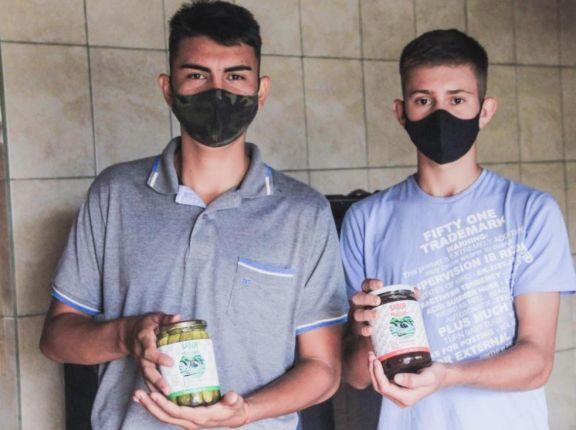 """""""Sabor del Moconá"""": EFA de El Soberbio comienza su inserción al mercado con productos gourmet"""