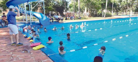 La natación tuvo una exitosa capacitación en el club unión de Apóstoles